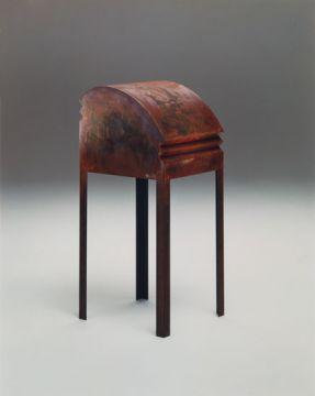 Sculpture objet. Métal soudé, acide, rouille, 154 x 39 x 39 cm. 1993