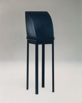 Sculpture objet. Métal soudé peinture polyuréthane 154 x 39 x 39 cm. 1993